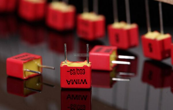 Questyle CMA Twelve DAC WIMA capacitors