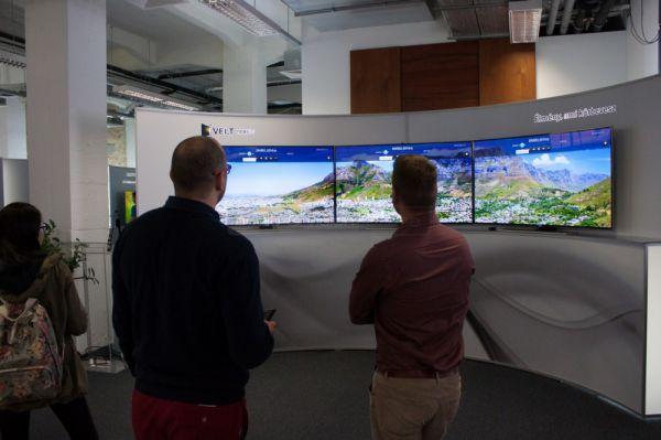 Samsung Forum 2014 ívelt UHD TV