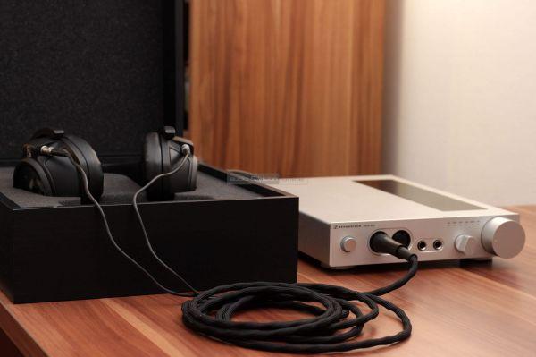 Sennheiser HD 820 fejhallgató és HDVD 800 fejhallgató erősítő