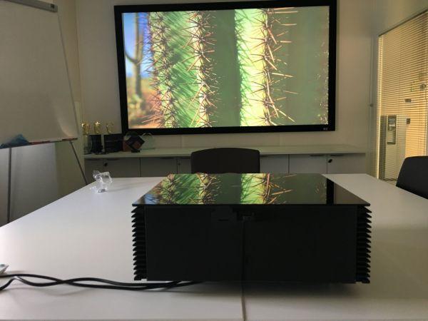 SIM2 CRYSTAL 4 UHD házimozi projektor