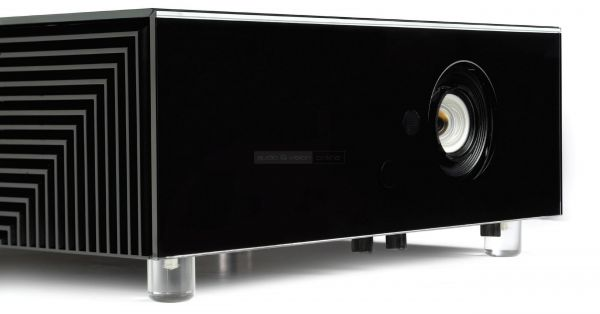 SIM2 CRYSTAL4 UHD HDR projektor