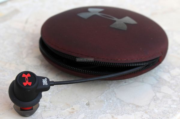 JBL Under Armour Headphones Wireless Bluetooth sportfülhallgató tok