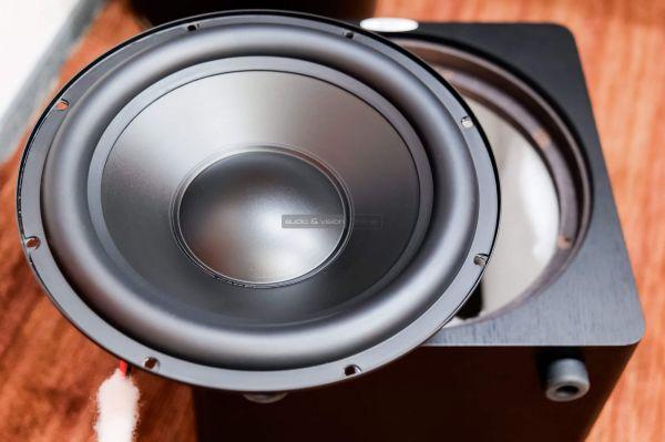 Velodyne DB12 aktív mélyláda hangszóró