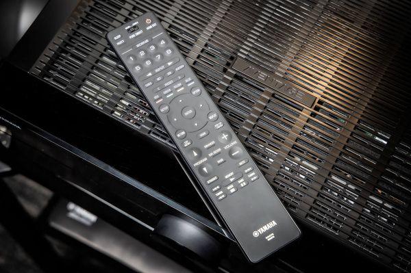 Yamaha Aventage RX-A2A házimozi erősítő távvezérlő