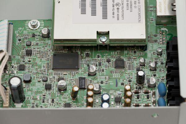 Yamaha NP-S303 hálózati zenelejátszó belső