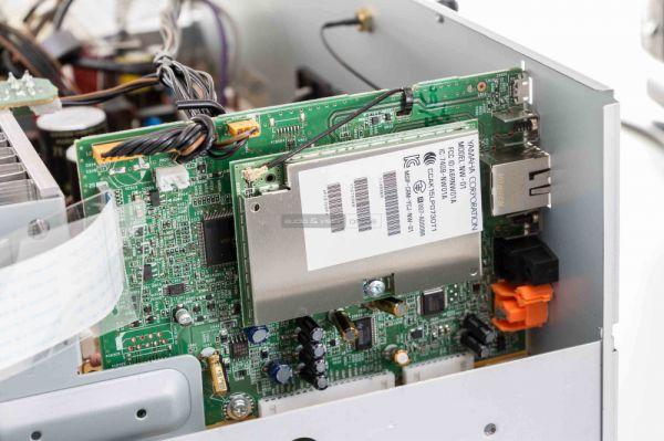 Yamaha R-N303D sztereó erősítő belső