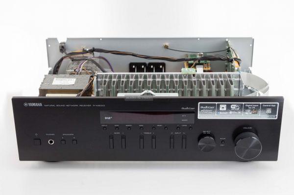 Yamaha R-N303D sztereó erősítő