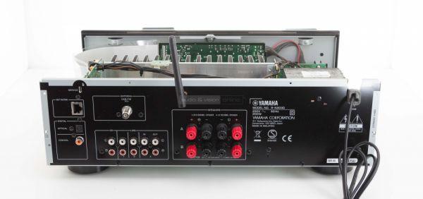 Yamaha R-N303D sztereó erősítő hátlap