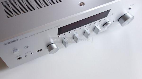Yamaha R-N500 integrált sztereó hálózati rádióerősítő