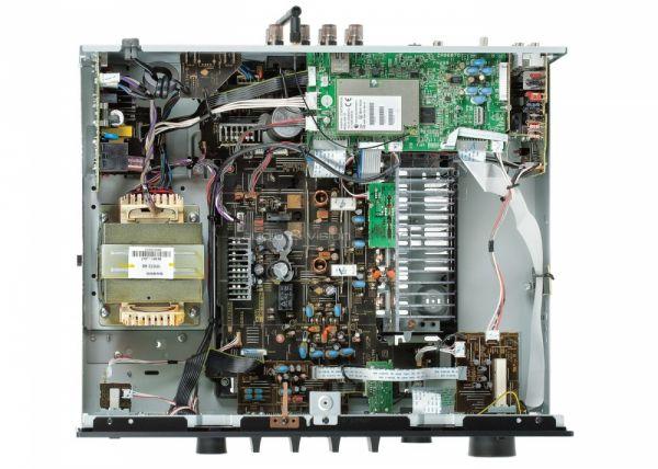 Yamaha R-N602 belső