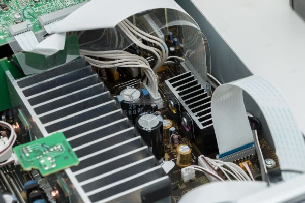 Yamaha R-N803D sztereó erősítő belső