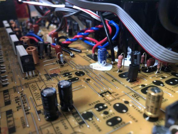 Yamaha RX-V4A házimozi erősítő