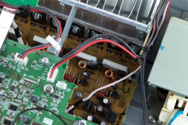Yamaha RX-V683 házimozi erősítő belső