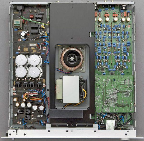 Yamaha_NP-S2000_inside.jpg